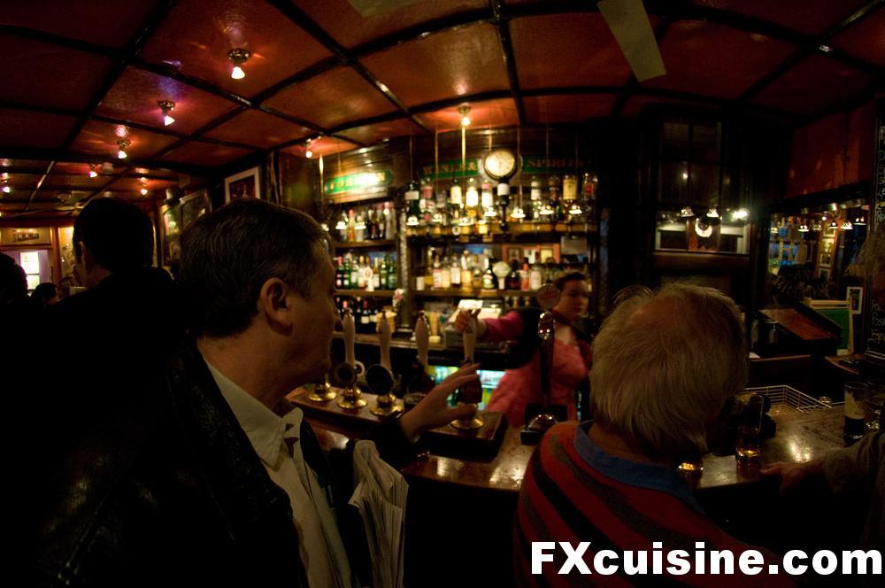 """Back to article '<p><a href=""""http://fxcuisine.com/zoom-image.asp?image=http://FXcuisine.com/blogimages/british-cuisine/london-pubs/london-pubs-07-1000.jpg&t=%%t%%""""><img src=""""http://fxcuisine.com/blogimages/british-cui'"""