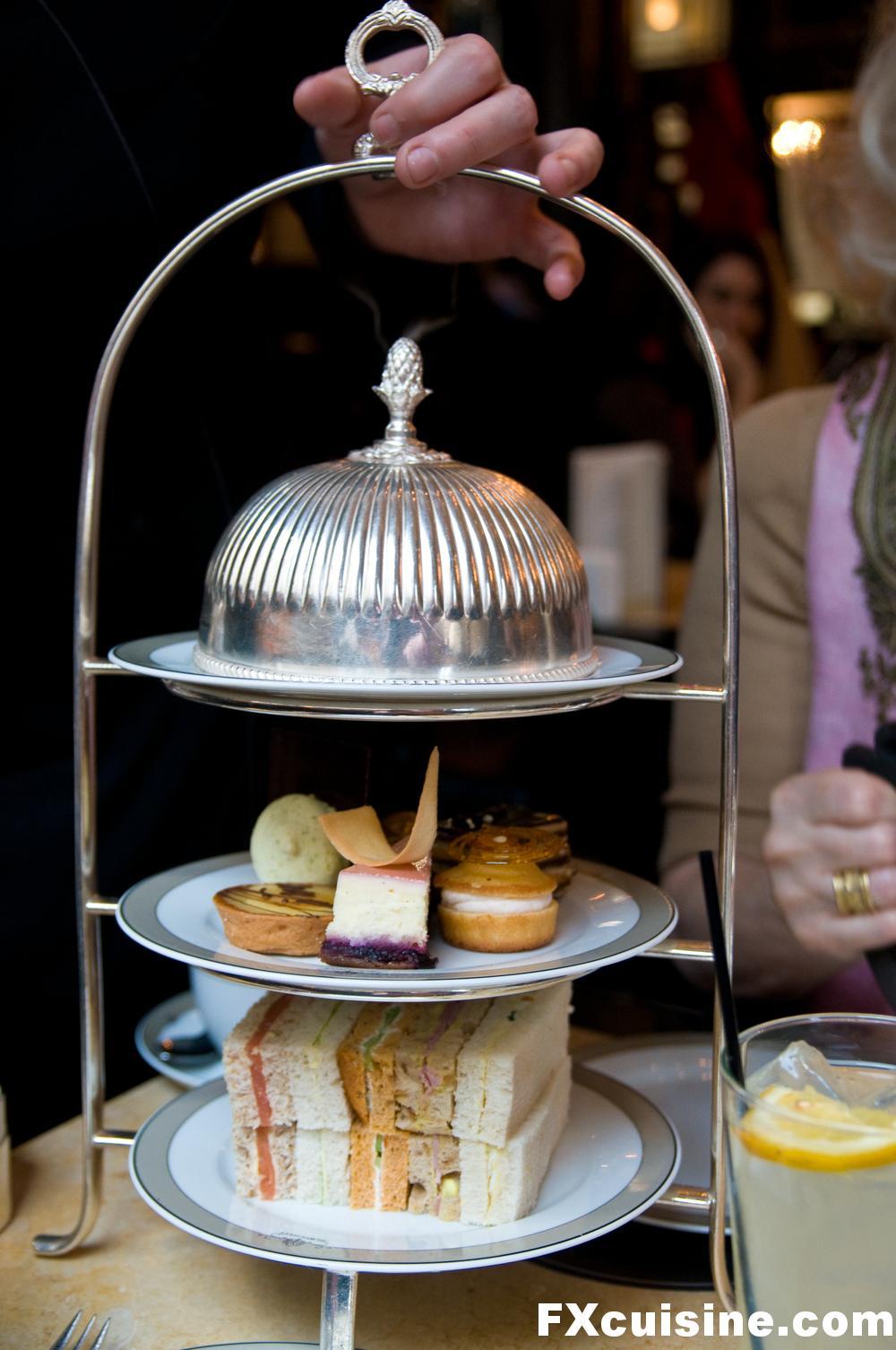 "Back to article '<p><a href=""http://fxcuisine.com/zoom-image.asp?image=http://fxcuisine.com/blogimages/british-cuisine/london-tea/tea-with-sir-hugh-03-1000.jpg&t=%%t%%""><img src=""http://fxcuisine.com/blogimages/britis'"