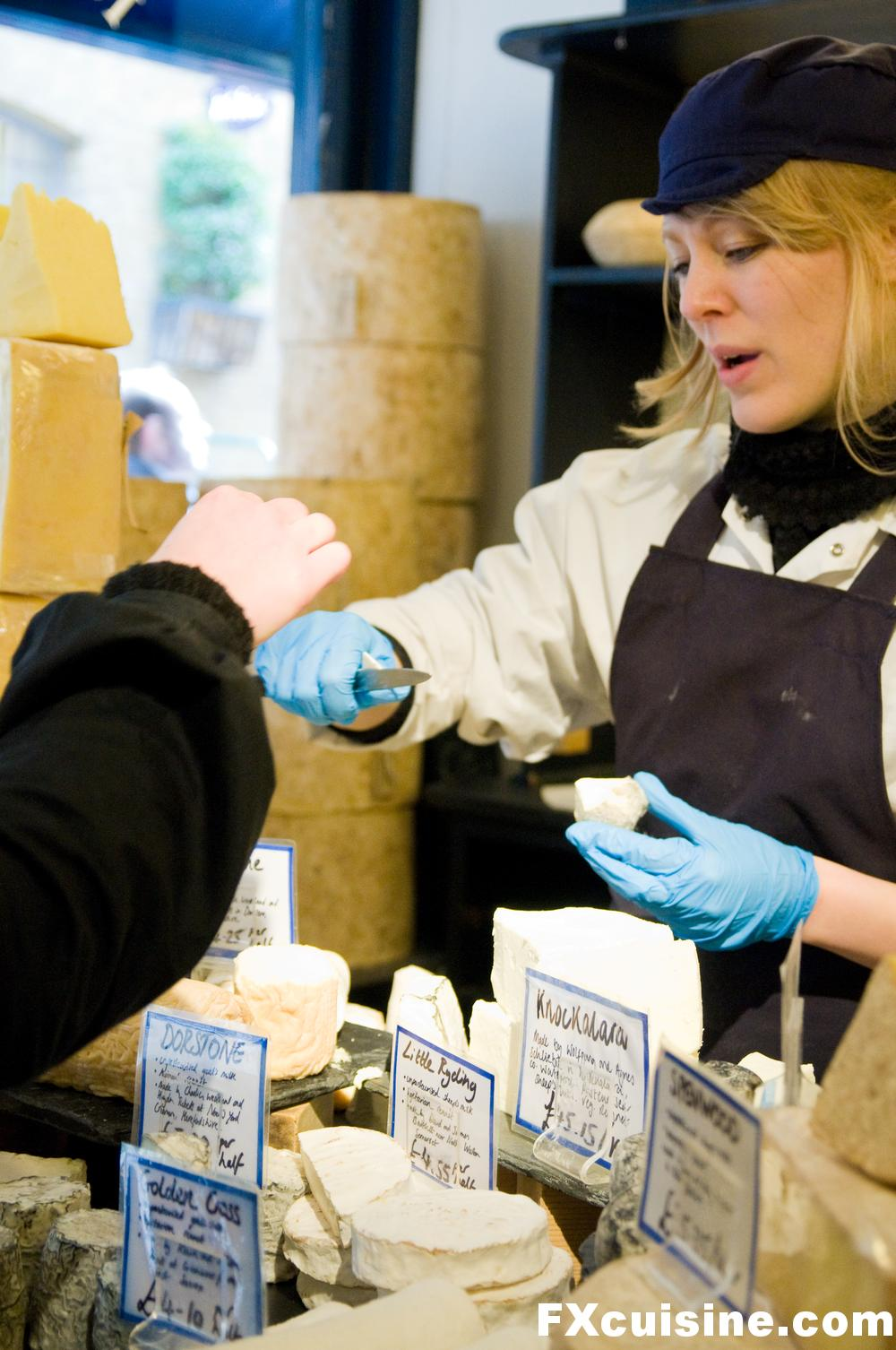 "Back to article '<p><a href=""http://fxcuisine.com/zoom-image.asp?image=http://fxcuisine.com/blogimages/cheese/britain/neals-yard-dairy/neals-yard-dairy-10-1000.jpg&t=%%t%%""><img src=""http://fxcuisine.com/blogimages/ch'"