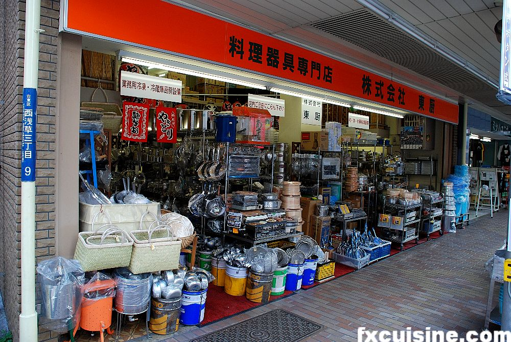 The world 39 s largest cookware market kappabashi dori in tokyo - Instrumentos de cocina ...