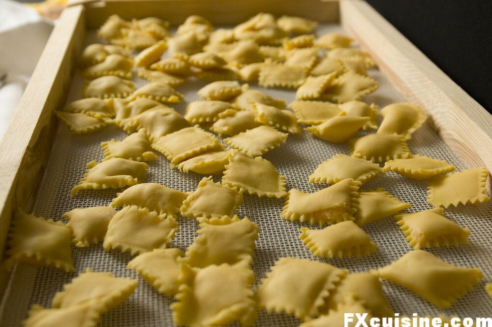 "Back to article '<p><a href=""http://fxcuisine.com/zoom-image.asp?image=http://fxcuisine.com/blogimages/pasta/ravioli-patate/potato-ravioli-20-1000.jpg&t=%%t%%""><img src=""http://fxcuisine.com/blogimages/pasta/ravioli-p'"