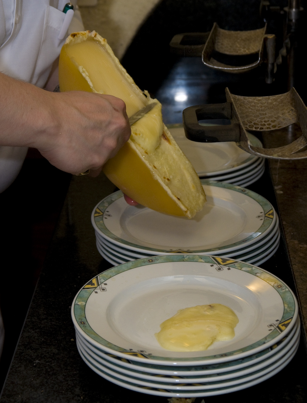 "Back to article &lsquo;<p><a href=""http://fxcuisine.com/zoom-image.asp?image=http://fxcuisine.com/blogimages/swiss-cuisine/raclette/valais-raclette-08-1000.jpg&t=%%t%%""><img src=""http://fxcuisine.com/blogimages/swiss-cuisin&rsquo;"