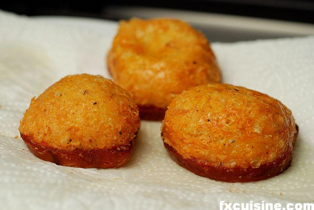 """Back to article '<p><a href=""""http://fxcuisine.com/zoom-image.asp?image=http://fxcuisine.com/blogimages/swiss-cuisine/vinzel/beignets-de-vinzel-16-1000.jpg&t=%%t%%""""><img src=""""http://fxcuisine.com/blogimages/swiss-cuisi'"""